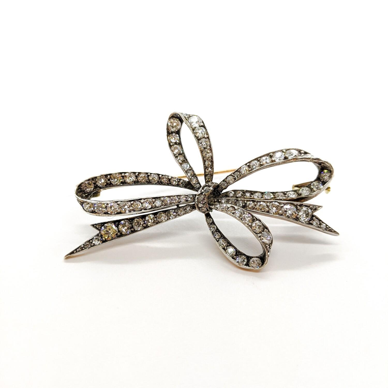 Brooch with diamonds