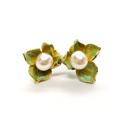 Earings with pearl