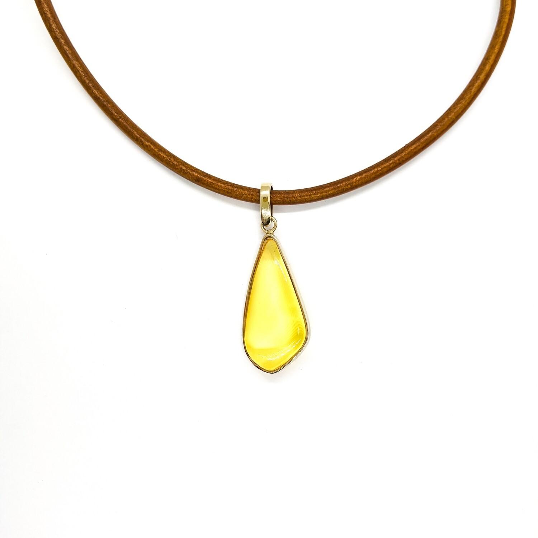 Wisior srebrny złocony z bursztynem