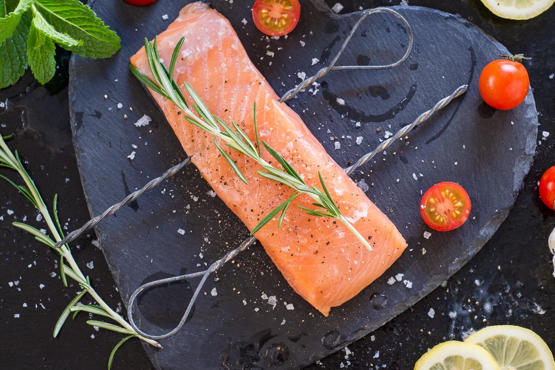 Frozen RAW Norwegian Salmon Fillets (+/- 200g a Portion)