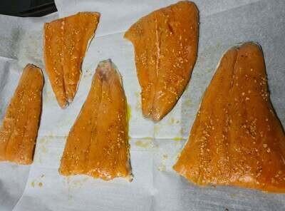 Frozen RAW Norwegian Salmon Tail Portions x5 (+-1kg)