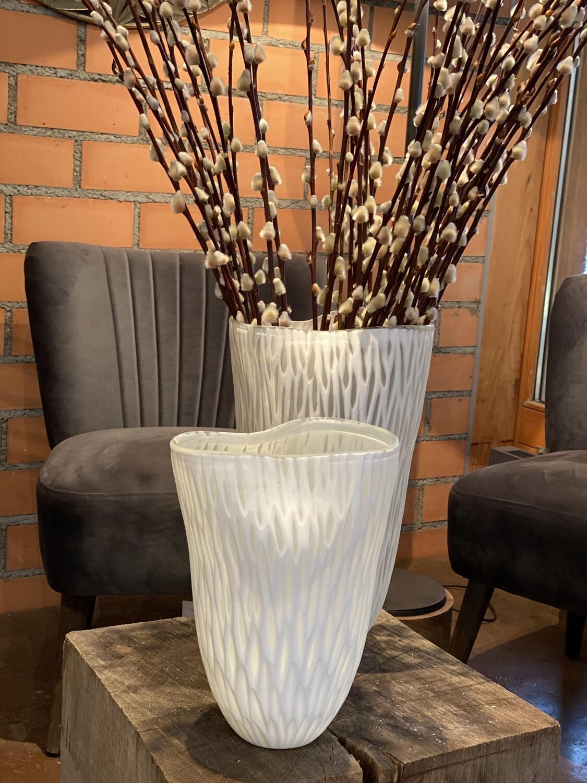 Vase handgeschliffen weiss
