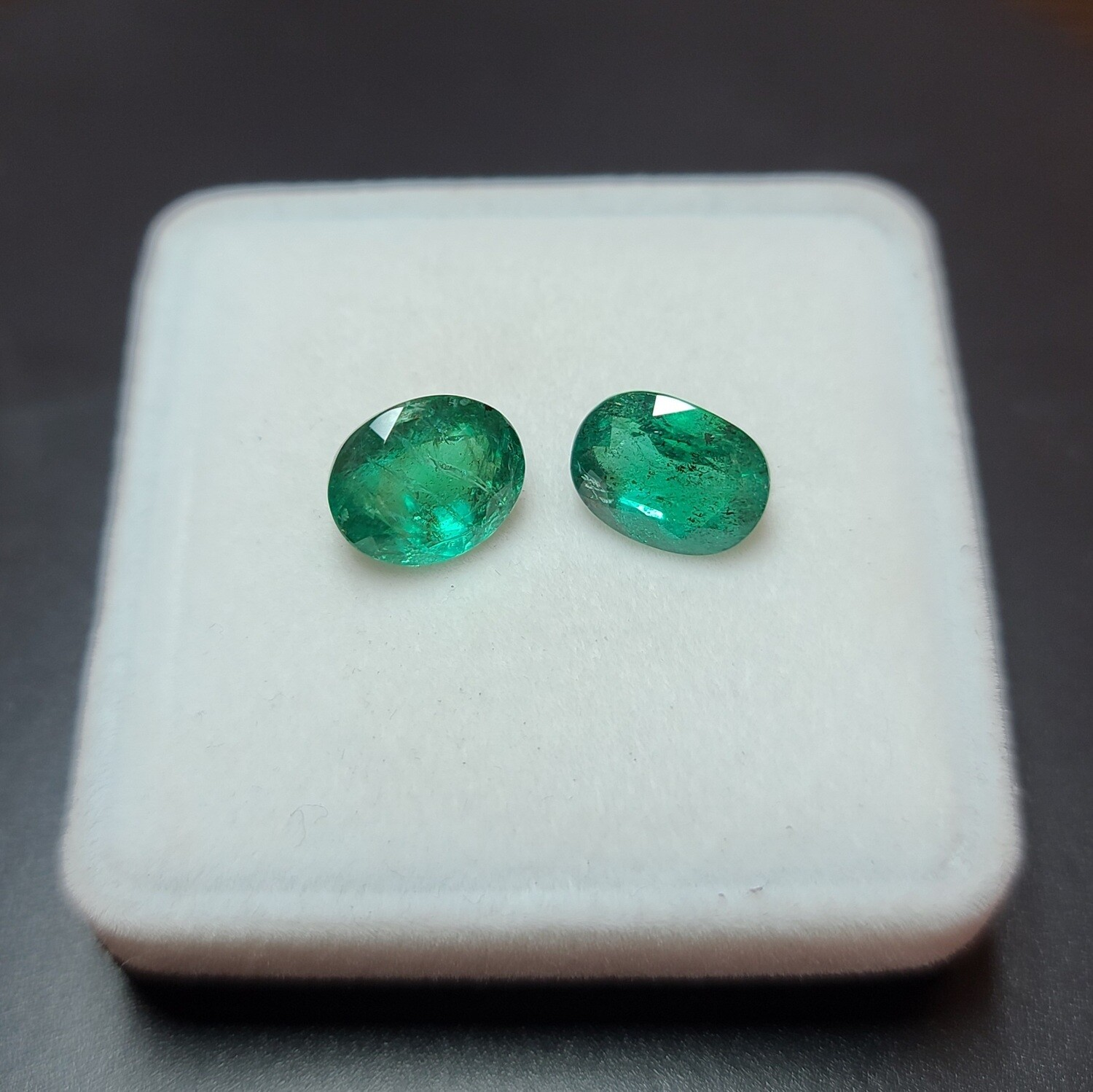 Emeralds Oval cut pair 3.77 ct and 4.58 ct