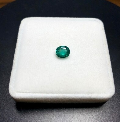 Emerald Cushion cut 1.05 ct