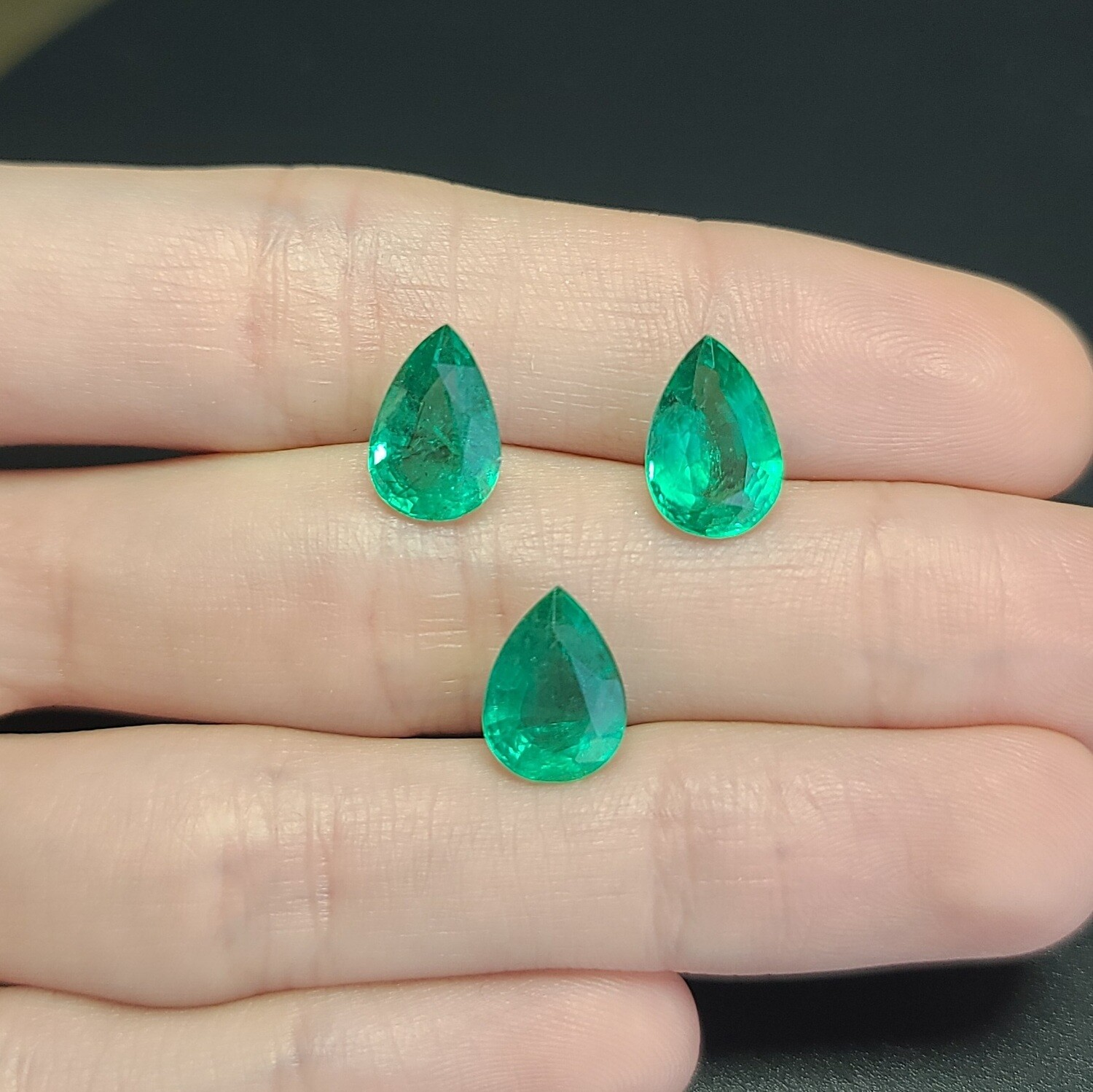 Emeralds Pear cut set 2.36 ct and 2.65 ct and 2.65 ct