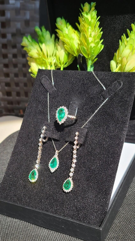 Emeralds pear cut set 5.92 ct