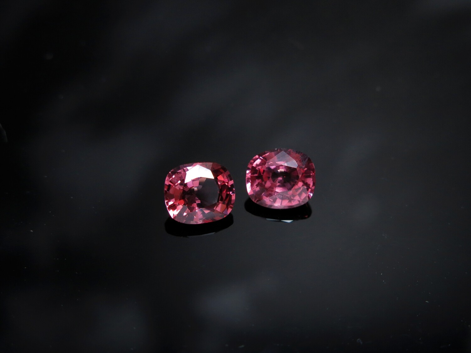 Spinel Cushion cut pair 0.93 ct and 0.95 ct