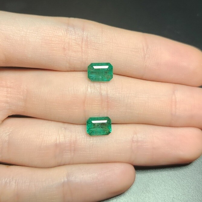 Emeralds oсtagon cut pair 1.23 ct and 1.58 ct