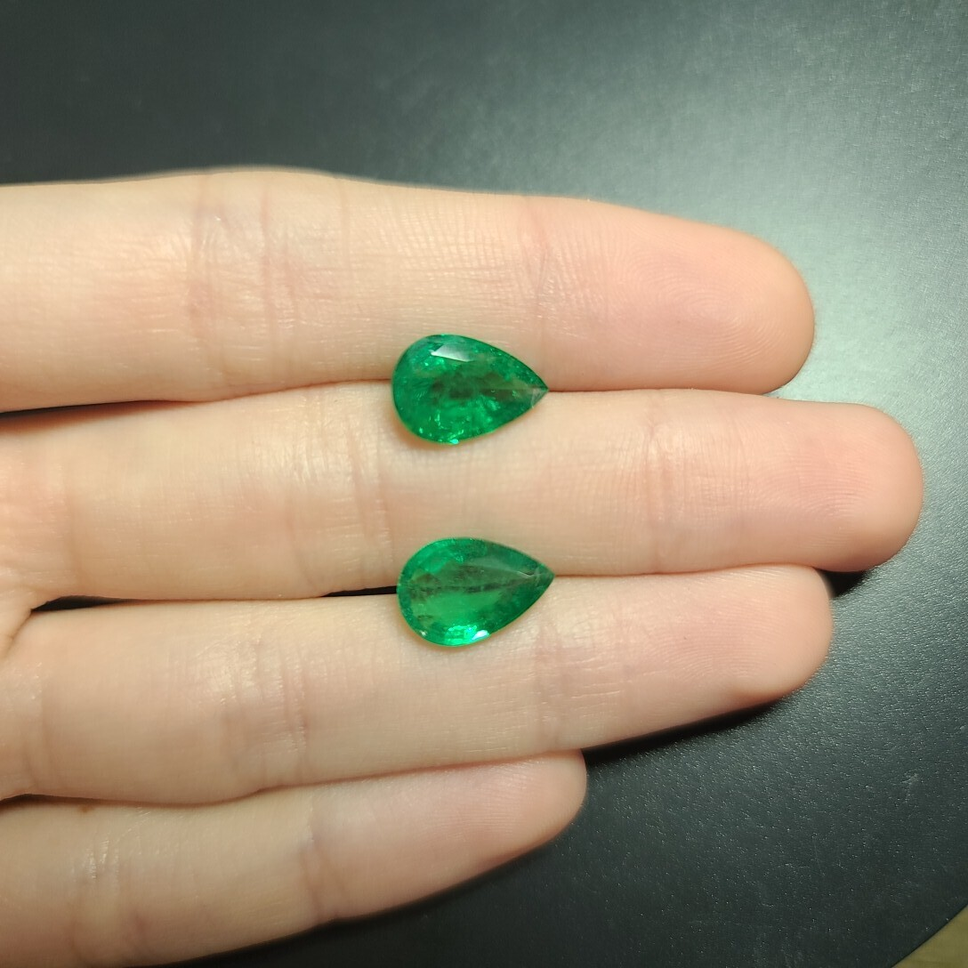 Emerald Pear cut pair 2.79 ct and 2.90 ct