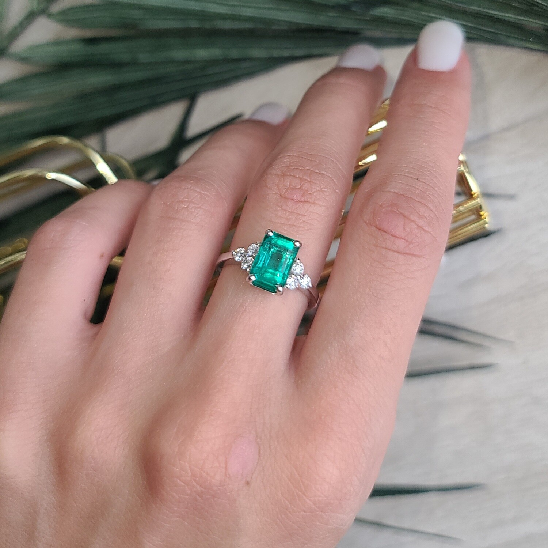 Emerald ring Octagon cut 2.64 ct