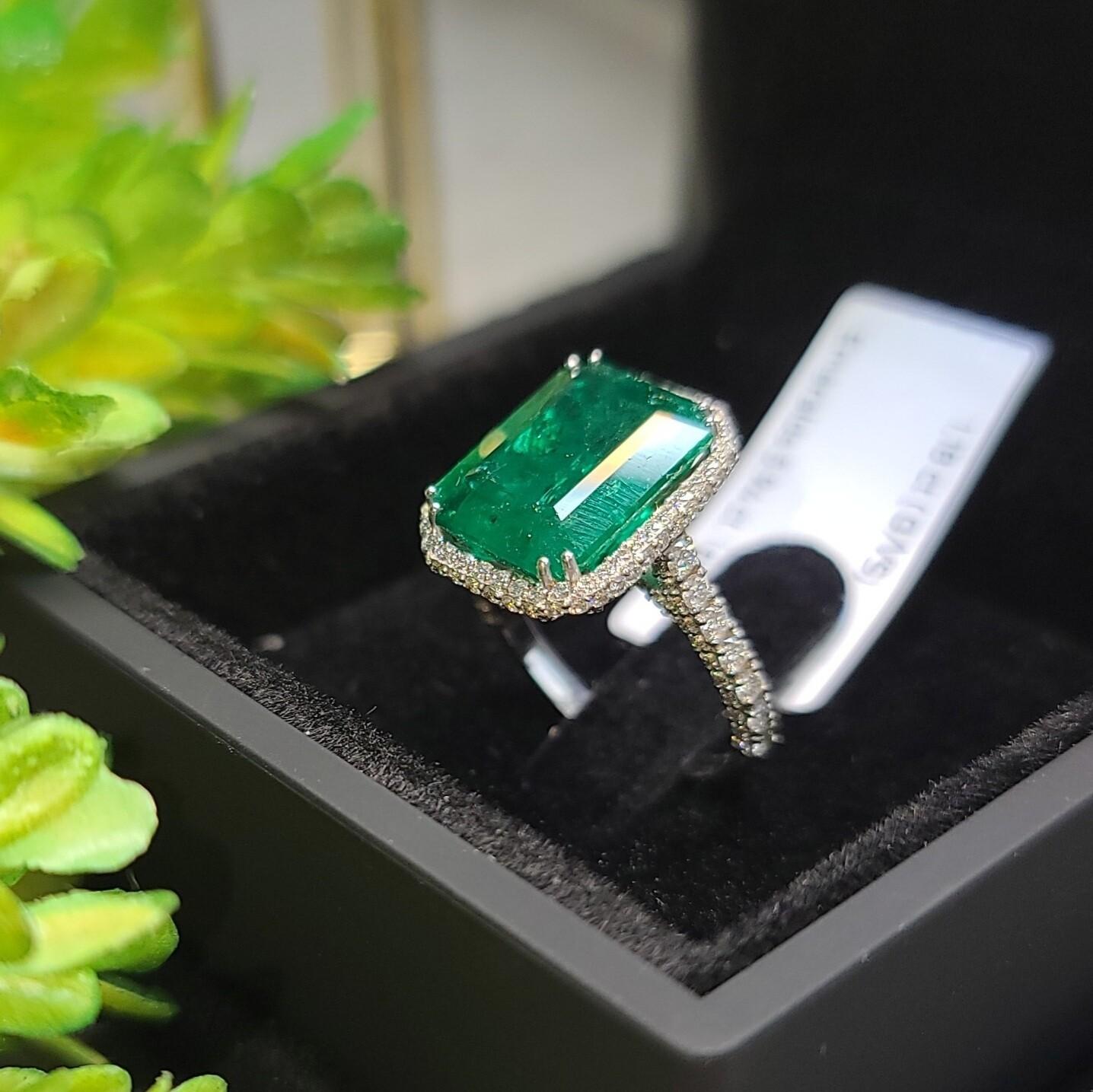 Emerald ring Octagon cut 5.94 ct
