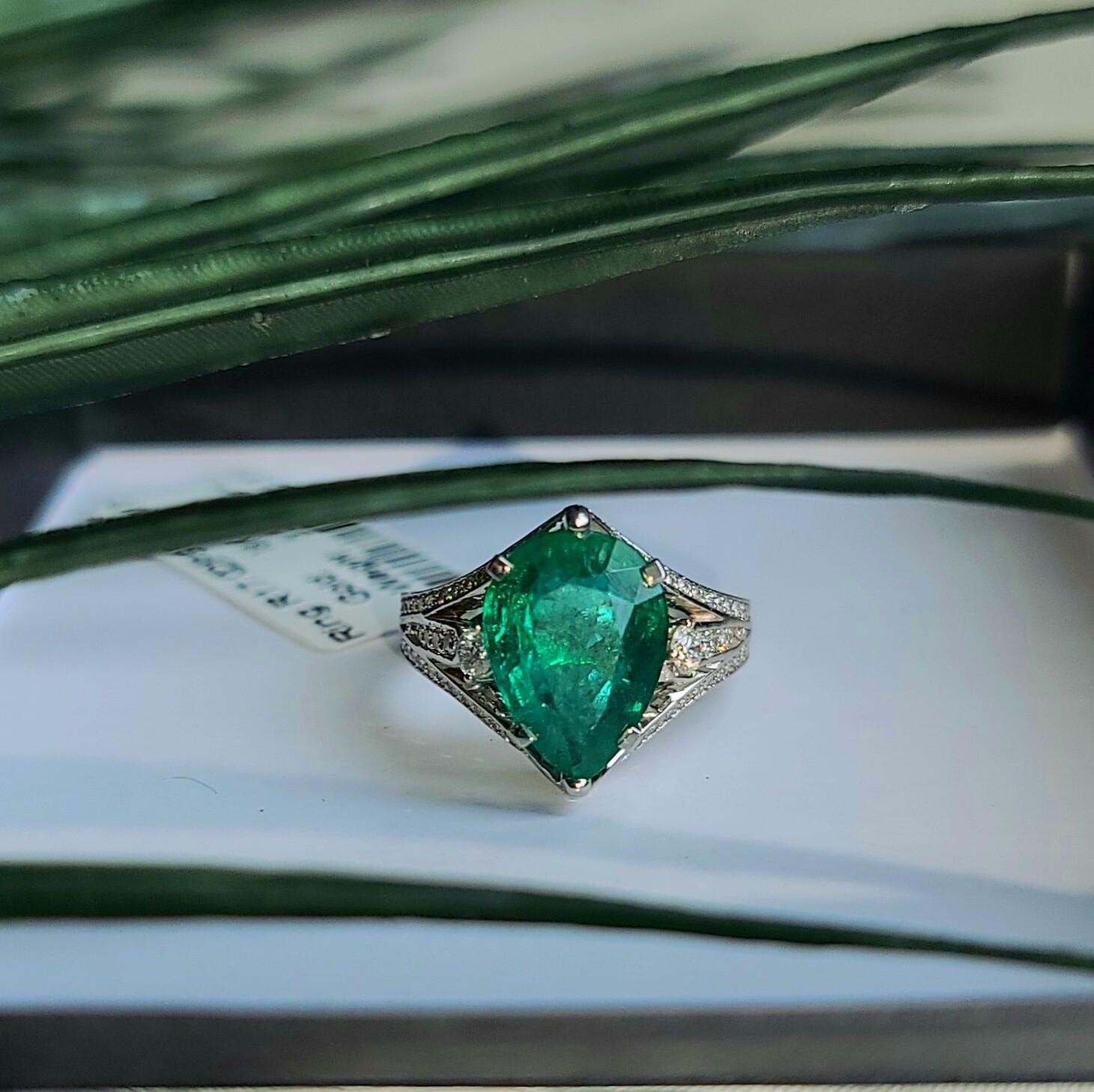 Emerald ring Octagon cut 3.32 ct