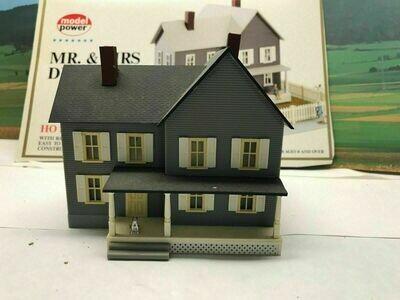 Model Power - Mr & Mrs Diggers Kit HO - Assembled