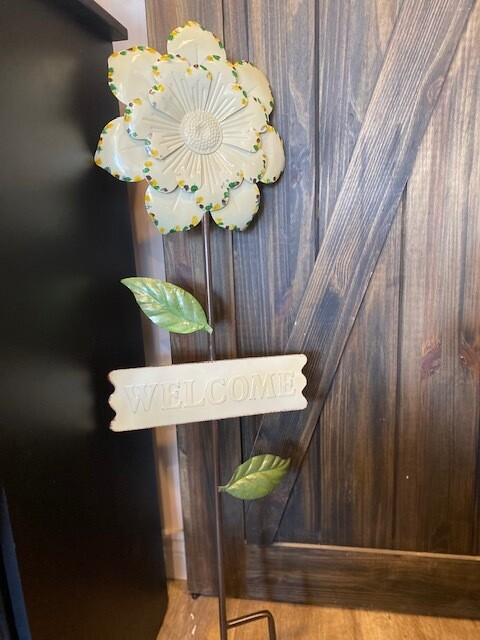 Metal Flower Welcome Stake - A