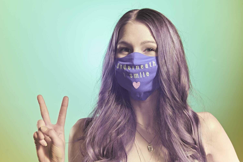 "Stoffmaske ""Underneath I smile"" - Farbe wählbar"