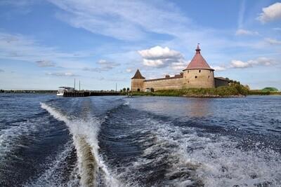 Прогулка на катере в крепость Орешек
