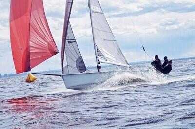 Мастер-класс для новичков на спортивной яхте