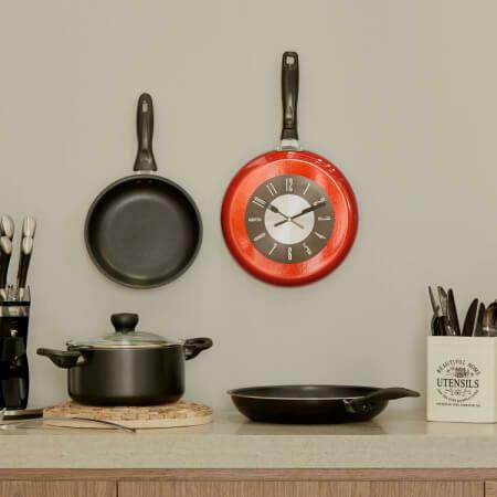 Настенные часы формы Сковороды