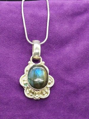 LABRADORITE PENDANT WITH STERLING SILVER CHAIN *PREOWNED