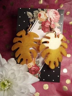 Leaf Design Gold Earrings