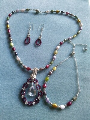 Multi-colour freshwater pearl and Garnet set
