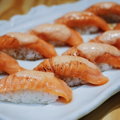Atlantic Salmon Aburi Nigiri (6 pcs)