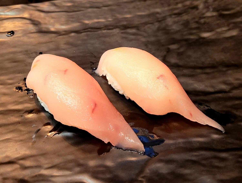 Tuna Nigiri (2 pcs)