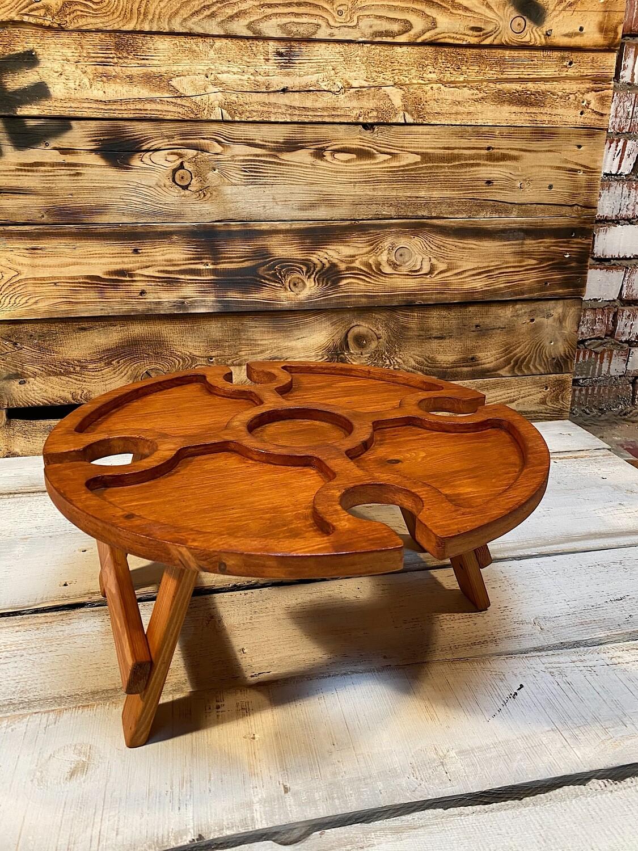 Винный столик из дерева рыжий