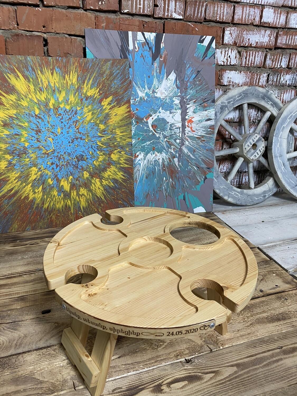 Винный столик из дерева c отверстием под бутылку сбоку