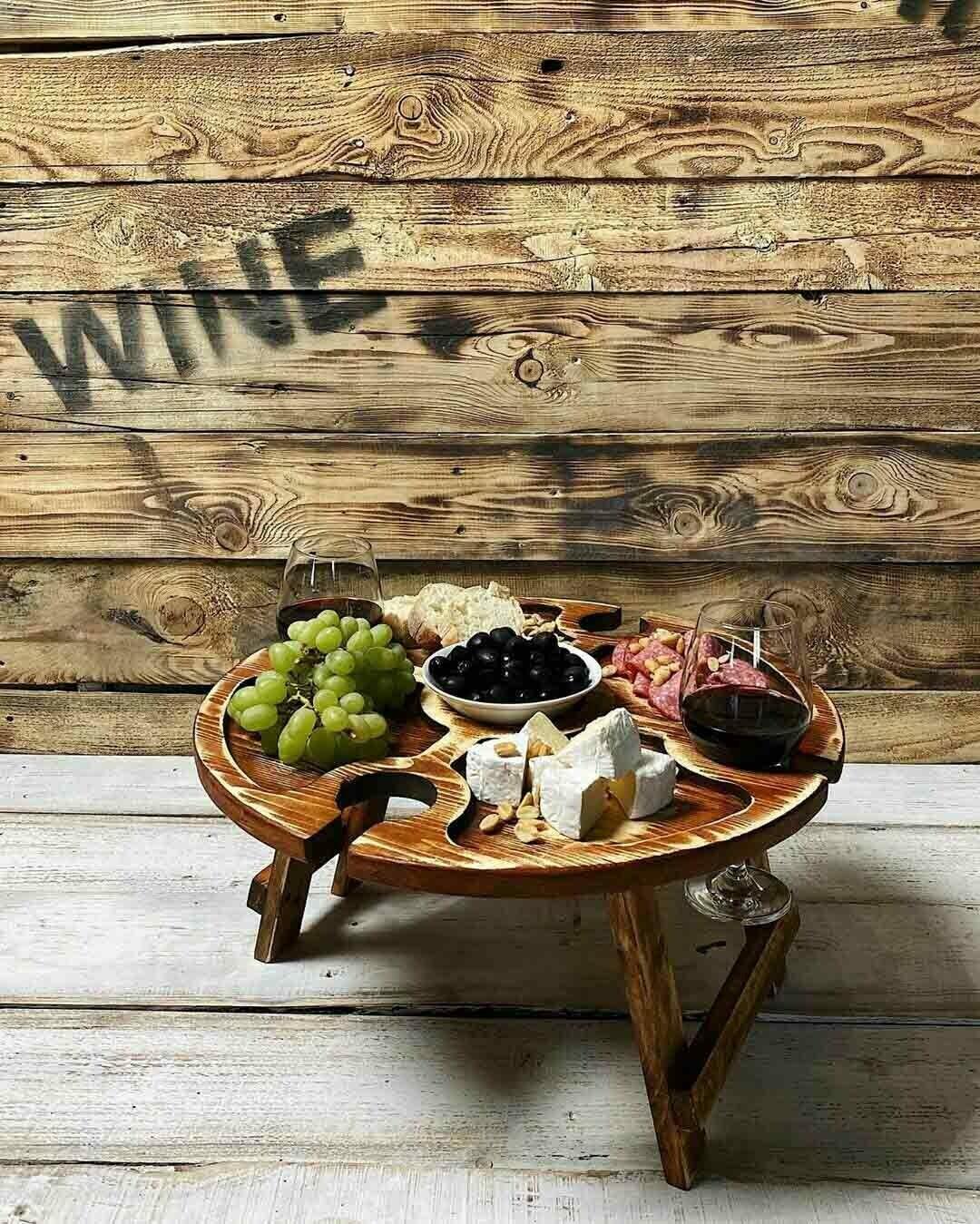 Винный столик из дерева рыжий состаренный