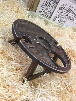 Винный столик из дерева c отверстием под бутылку сбоку D-45 см.