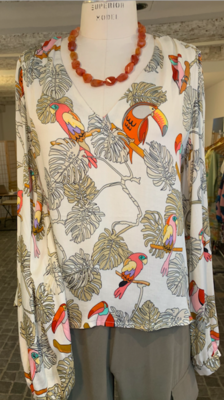 blouse in viscose with colourful parrots