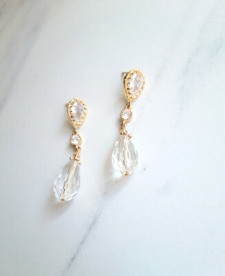 Annie earrings in gold