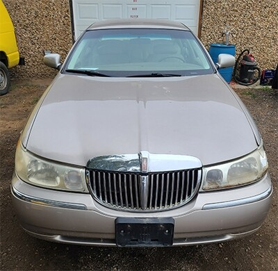 2000 Lincoln Town Car (Executive)
