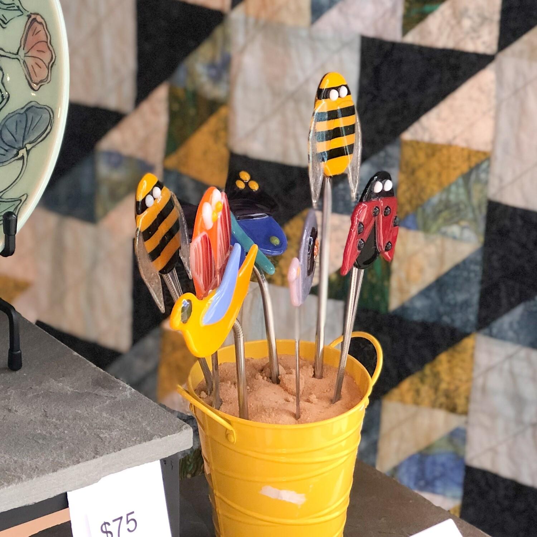 Seam-537 Plant Peeper Bee