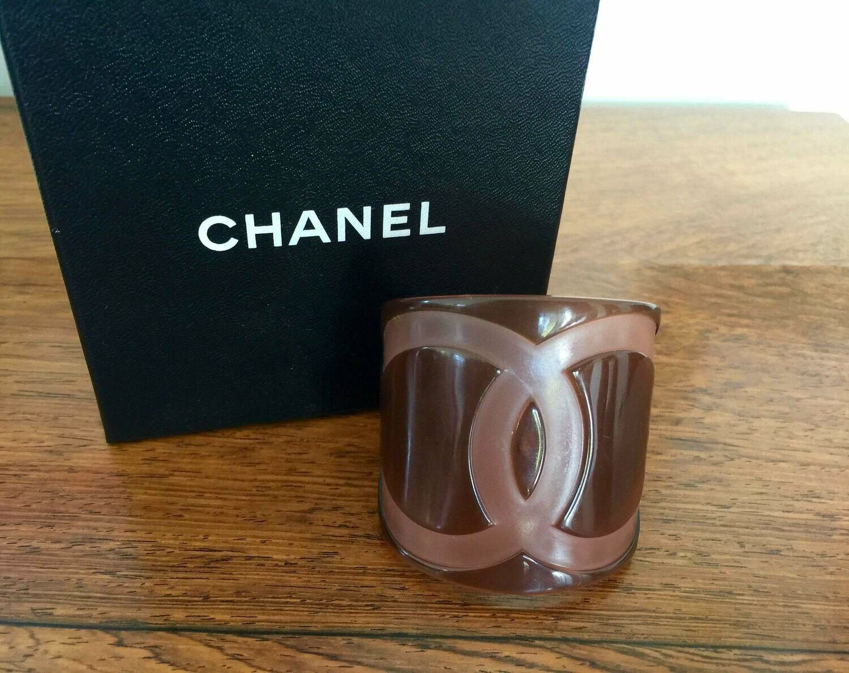 Vintage XL 90's CHANEL CC Logos Cuff Bangle Bracelet Resin Brown / Pink