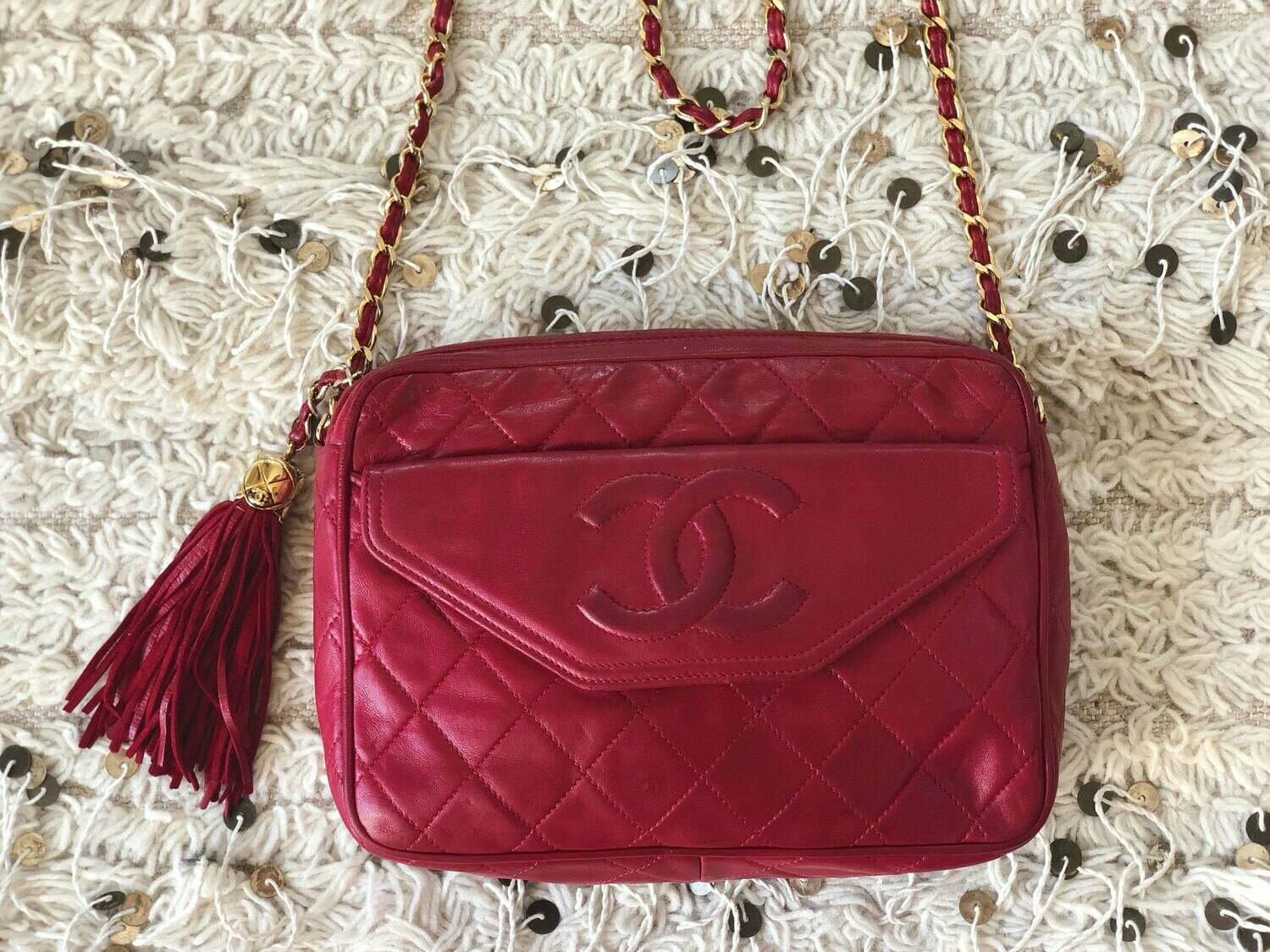 Vintage CHANEL CC Logo Matelasse Quilted Red Leather Chain CROSSBODY Camera Bag Clutch Purse Bag with fringe tassel
