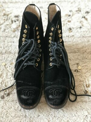 Vintage 90's CHANEL CC Logos COMBAT Black Velvet Biker Moto Black Lace Up Lug Sole Boots 37 us 6.5 - 7  Rare!!