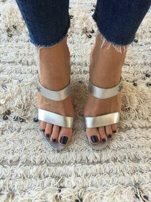 Vintage CHANEL CC Turnlock Metallic Silver Leather Mules Slides Heels Gladiator Sandals eu 37 us 6 - 6.5