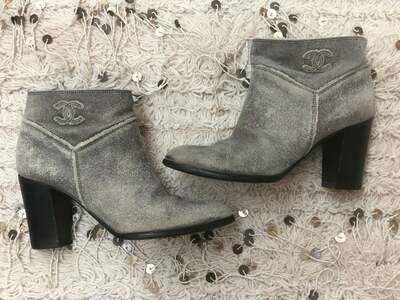 Vintage 90's CHANEL CC Logo Shearling Lined Boots Booties Moto Gray Black Leather 39 us 8 - 8.5