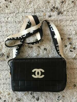 Vintage CHANEL CC Monogram Letters Webbing Belt Strap Chocolate Bar Leather Crossbody Shoulder Clutch Bag - RARE! Black Cream White