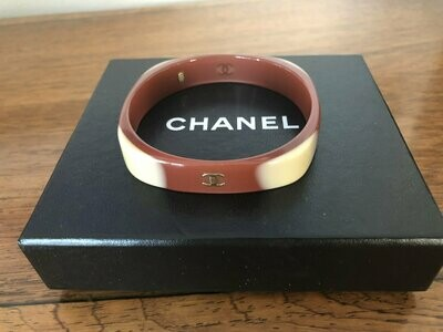 Vintage 90's CHANEL CC Logos Ombre Tan / Beige / Gold Resin Cuff Bangle Bracelet