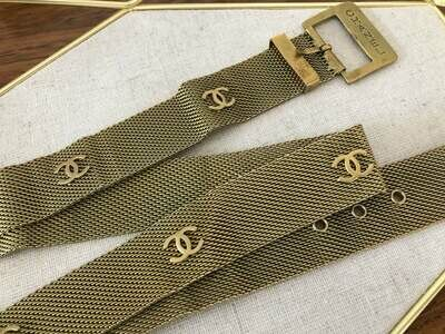 Vintage 90's CHANEL CC Logos Mesh Snake Chain Buckle Clasp Belt - 94 Collection