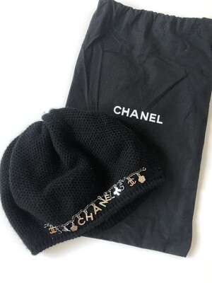 CHANEL LOGO ICON CHARMS BLACK CASHMERE BEANIE
