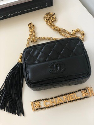 VINTAGE CHANEL CC BLACK QUILTED LEATHER SHOULDER CAMERA BAG