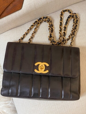 VINTAGE CHANEL VERTICAL BROWN LEATHER JUMBO SINGLE FLAP BAG