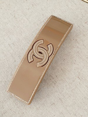 VINTAGE CHANEL CC BEIGE RESIN HAIR CLIP BARRETTE