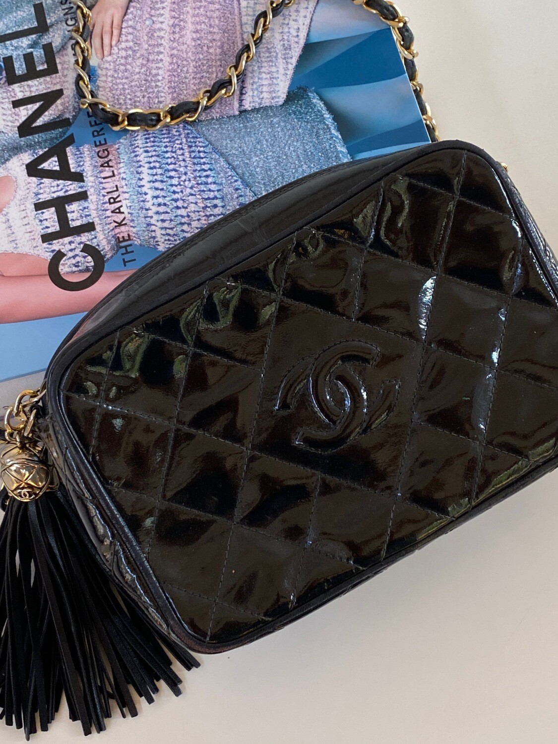 Vintage CHANEL CC Logo Matelasse Quilted Black Patent Leather Chain CROSSBODY Camera Bag Clutch Purse Bag with fringe tassel