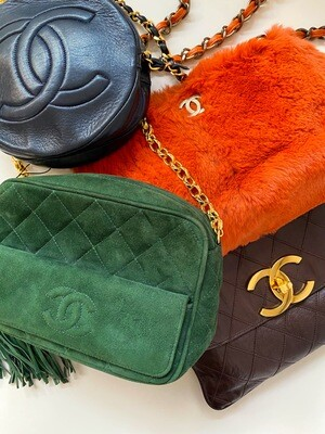 VINTAGE CHANEL CC GREEN SUEDE CAMERA CROSSBODY SHOULDER BAG