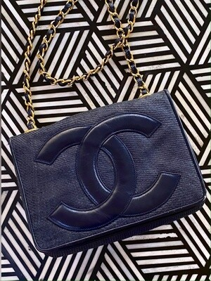 VINTAGE CHANEL CC NAVY RAFFIA STRAW LEATHER SHOULDER FLAP BAG
